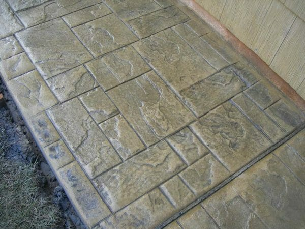 ashler-slate-stamped-concrete-walttools-sidewalk