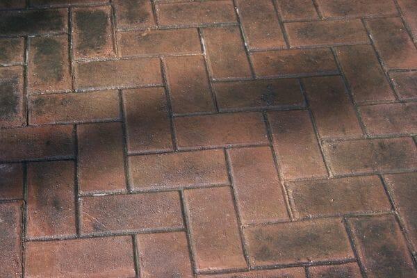 herringbone-paver-stamped-concrete-walttools-example-1