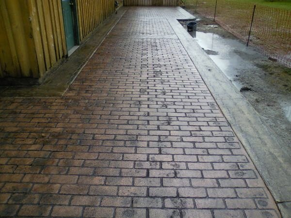 worn-brick-running-bond-stamped-concrete-walttools-example-3