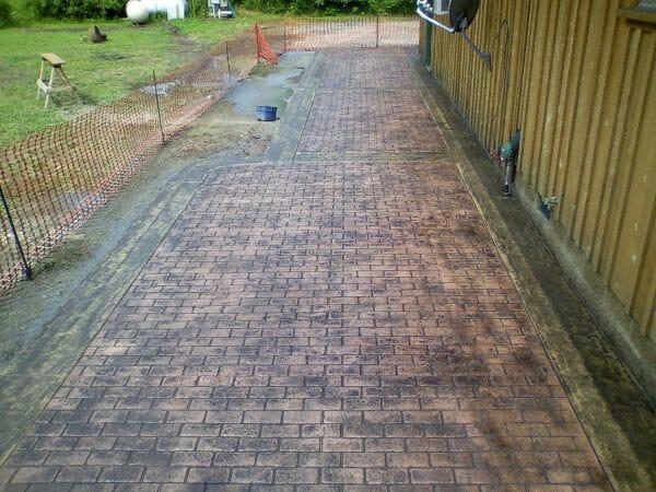worn-brick-running-bond-stamped-concrete-walttools-example-2