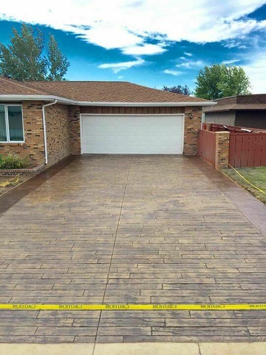 weatherwood-plank-stamped-concrete-driveway-walttools