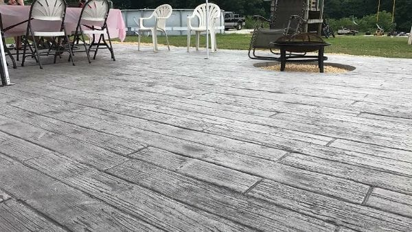weatherwood-plank-stamped-concrete-walttools-patio-example-1