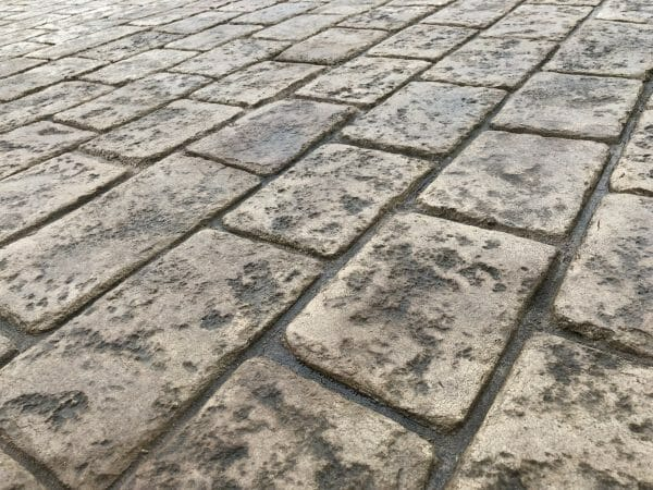courtyard-cobble-stamped-concrete-walttools-examples-2